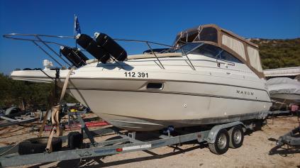 Prodám kajutový motorový člun Maxum 2400 SCR