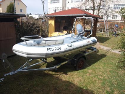 Prodám nafukovací motorový člun Avon 3,5 m s motorem 35 HP