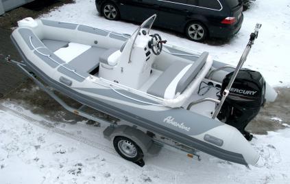 Půjčovna člunů s motorem - poslední volné termíny!