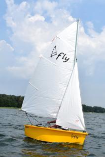 Plachetnička FLY 260