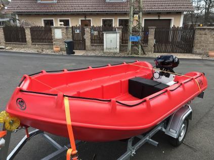 Pronájem motový člun Whaly 370 + Motor 5ps + přívěs 750kg