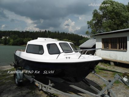 Motorový kajutový člun loď Karolina 430 Ka