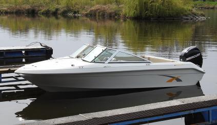 Motorový člun FIBERLINE 180 CD / SE